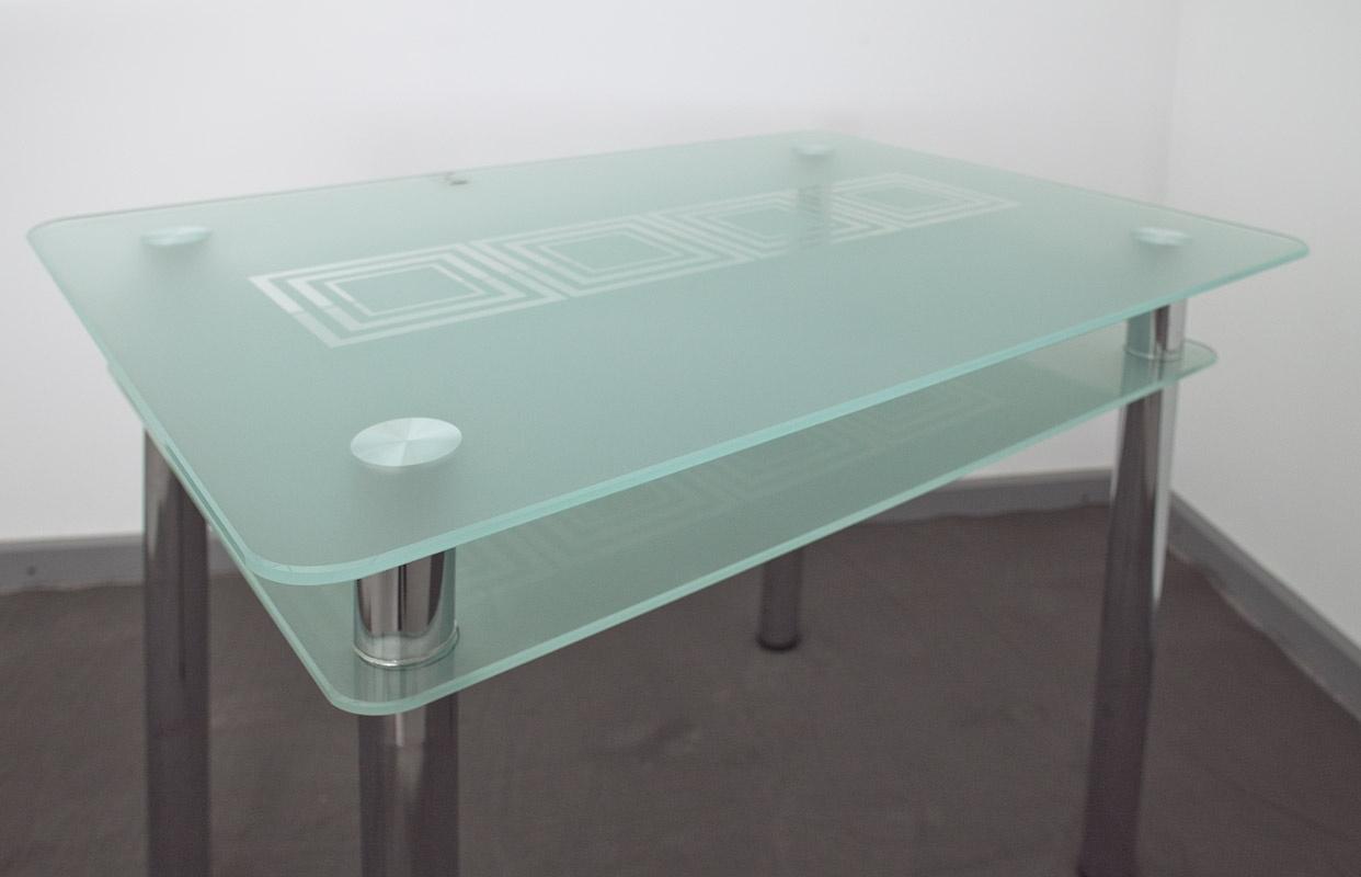 В ассортименте свыше 30 моделей кухонных столов из стекла белого цвета от российских и зарубежных производителей мебели.